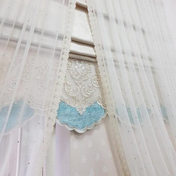 Римская штора с сеткой со стразами и кружевом