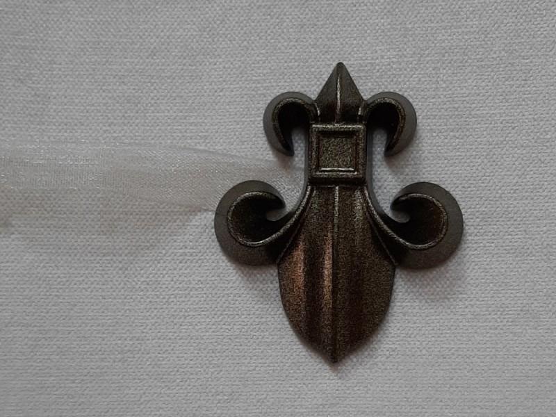 Магнит для штор Лилия с лентой, коричневый