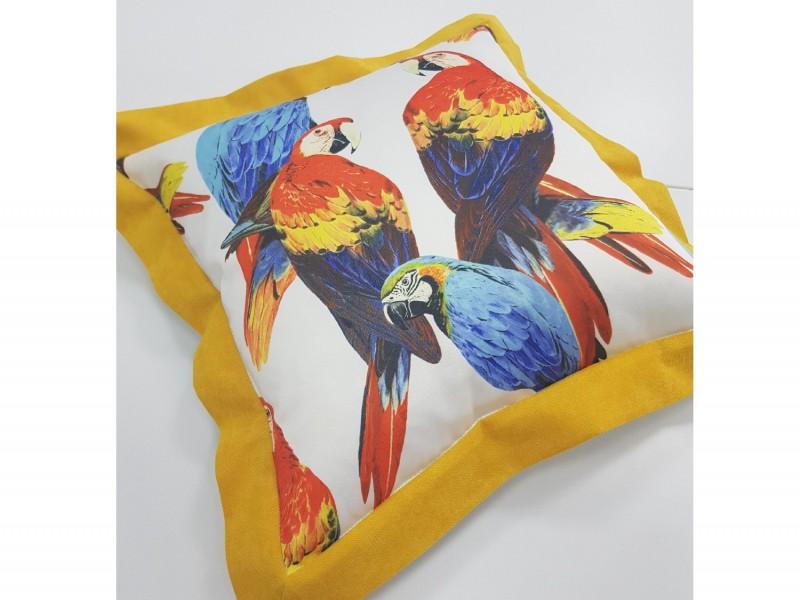 Подушка декоративная с рисунком Попугаи