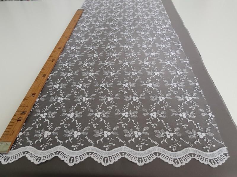 Сетка вышивка белая, остаток 5; 6.6 м.