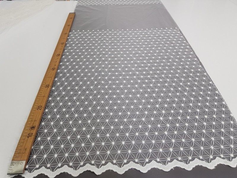 Сетка вышивка, остаток 5; 7.2 метра