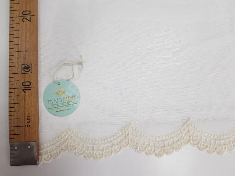 Сетка вышивка соты по низу, остаток 5; 3.3 метра